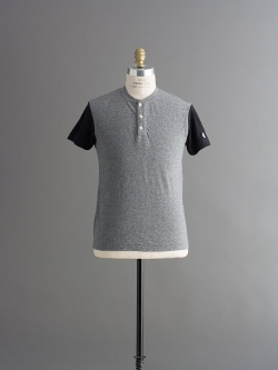 TODD SNYDER | SHORT SLEEVE BLOCKED HENLEY Salt and Pepper 半袖ヘンリーネックカットソーの商品画像