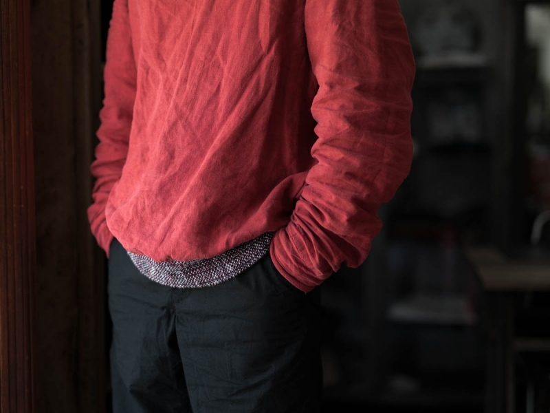 フランクリーダー2018ssのベルギーリネンプルオーバーシャツの着用写真のアップ