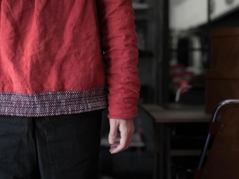 フランクリーダー2018ssのベルギーリネンプルオーバーシャツの着用写真の袖アップ