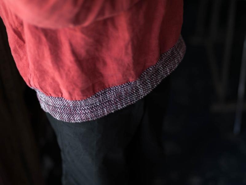 フランクリーダー2018ssのベルギーリネンプルオーバーシャツの着用写真の裾俯瞰