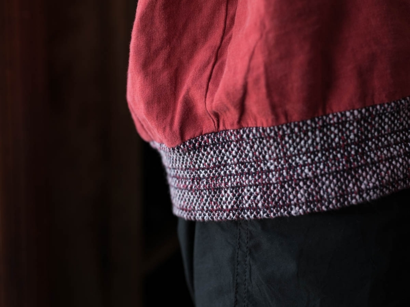 フランクリーダー2018ssのベルギーリネンプルオーバーシャツの着用写真の裾アップ