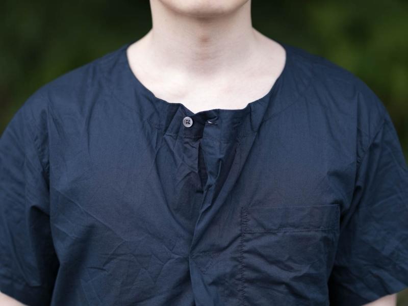 エンジニアドガーメンツのMed Shirtのヘンリーネック写真