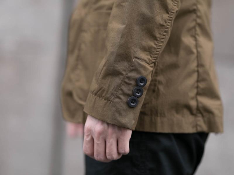 タピアロサンゼルスのタイプライタージャケットのボタン