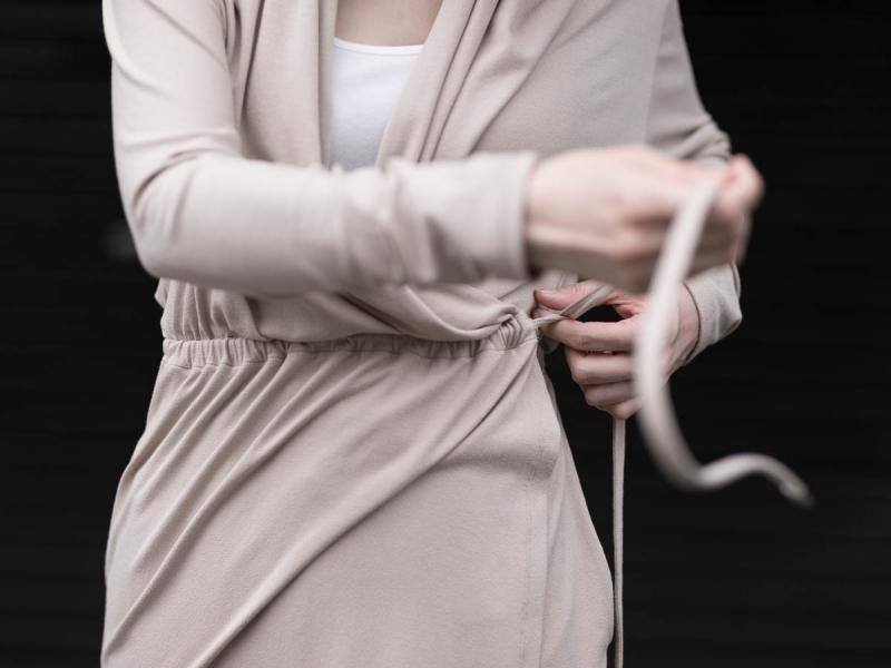 アバウトのファイン1カーディガン/ドレスのサンドベージュのカシュクール