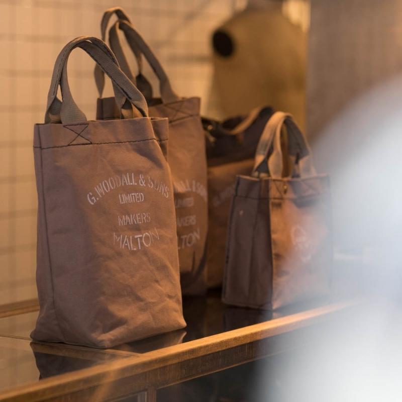 G.WOODALL & SONSのキャンバスバッグの通販可能な4型