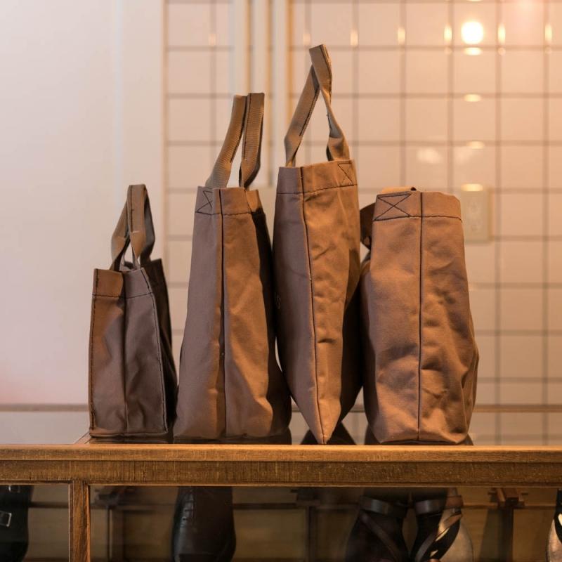 G.WOODALL & SONSのキャンバスバッグのマチ画像