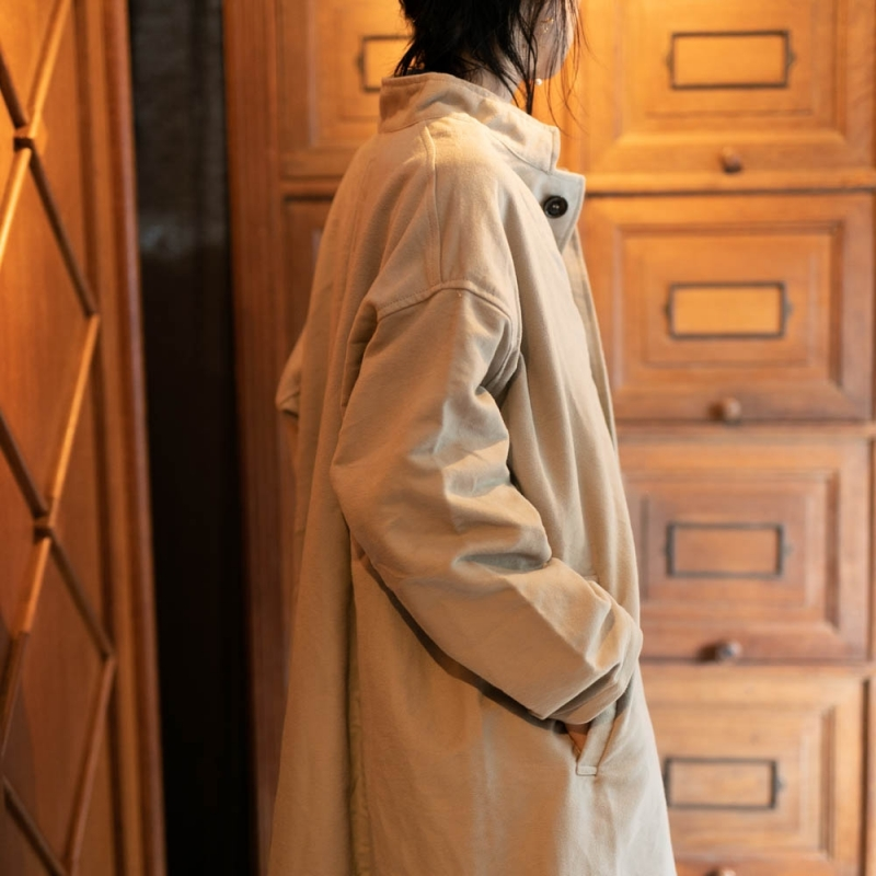 YARMOのSTAND COLLAR WIDE COATのストーン