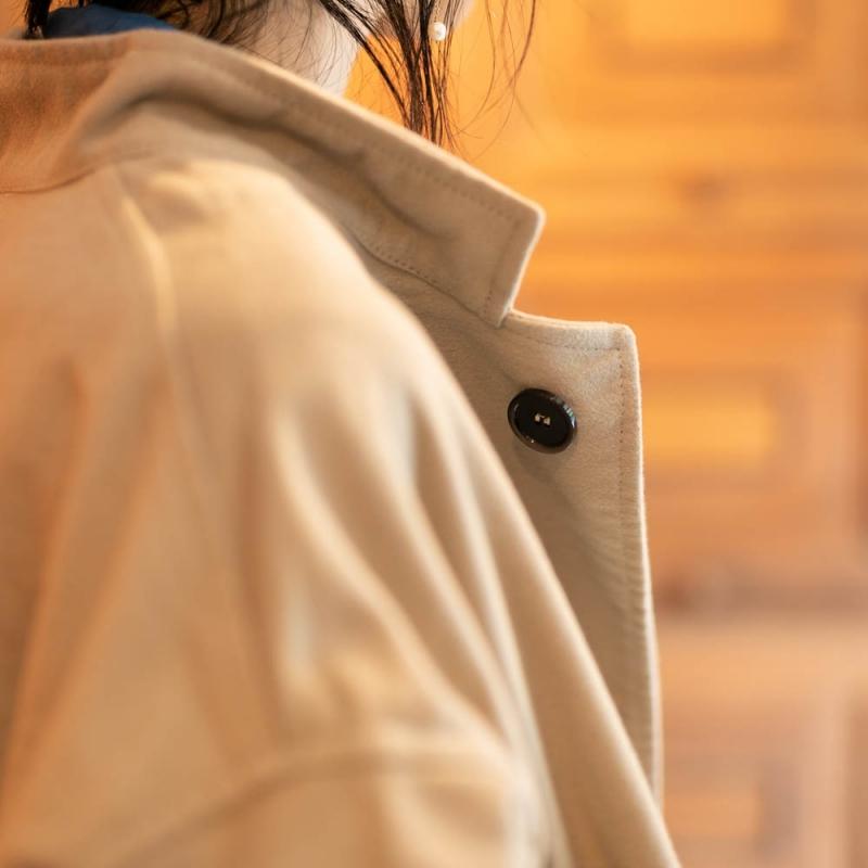ヤーモのスタンドカラーワイドコートのStone