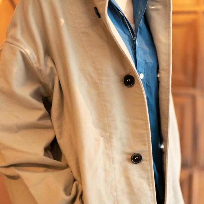ヤーモのスタンドカラーワイドコートのストーン