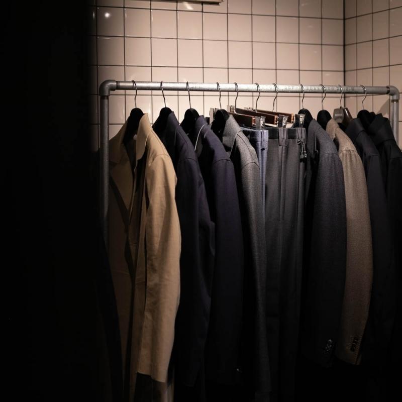 ボリオリのジャケットやインコテックスのスラックスパンツ