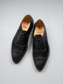 Tricker's | APPLETON MUSEUM OXFORD SHOES Black ミュージアムカーフ内羽根キャップトゥシューズ