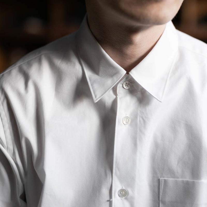 サンリミットのレギュラーフィットブロードシャツの白色の取り扱い