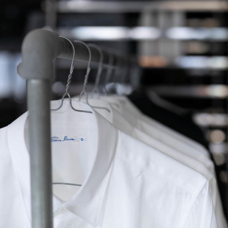 サンリミットのレギュラーフィットブロードシャツのホワイトの通販