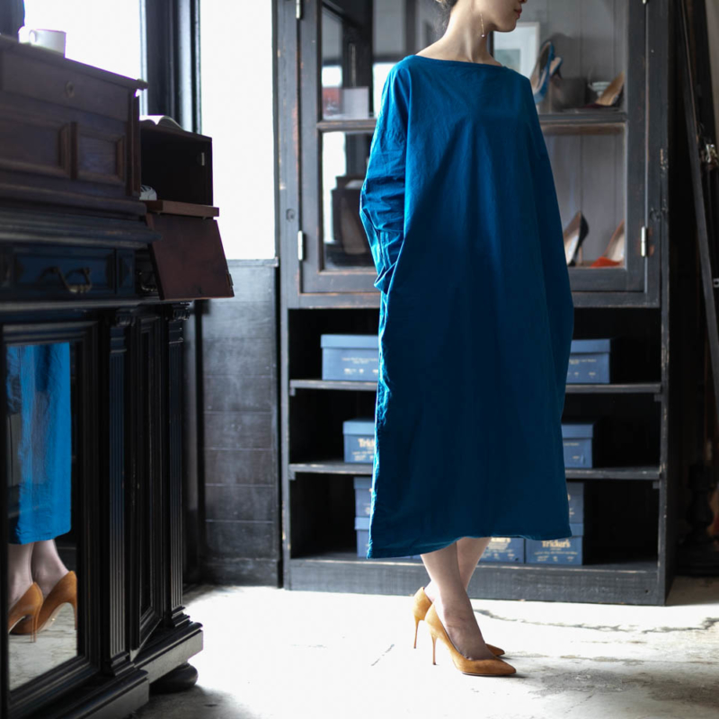 YARMO SMOCK DRESS WITH CHIEF COTTON CAMBRIC Blueの通販取り扱い