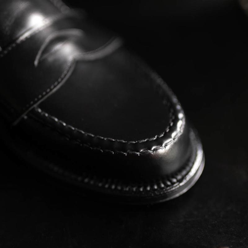 オールデンのカーフハンドソーンペニーローファー981のblackの通販