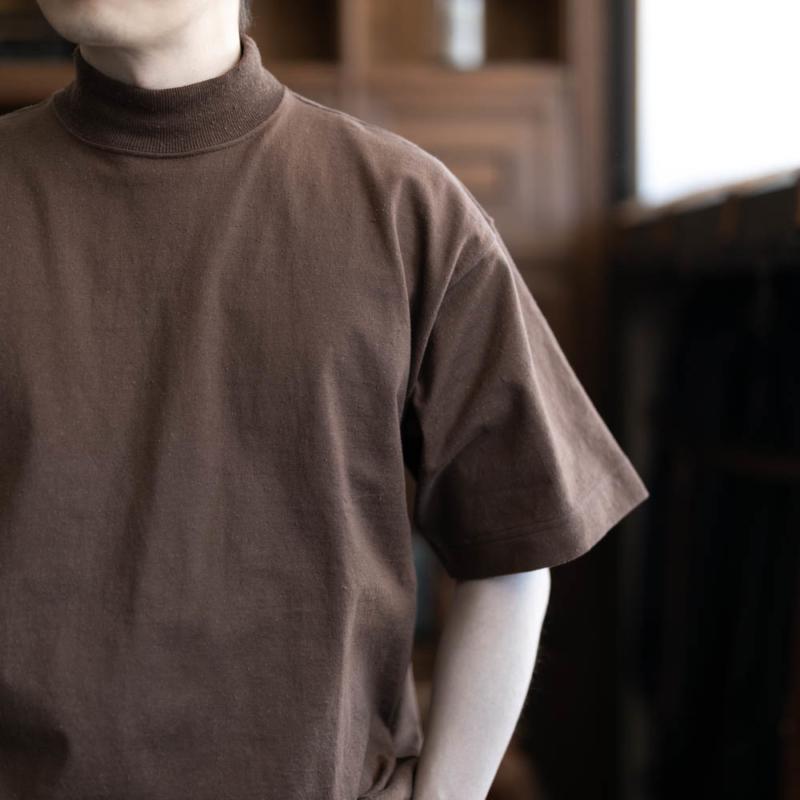 フィルメランジェ DOUG 半袖モックネックカットソー ブラウンの通販取り扱い