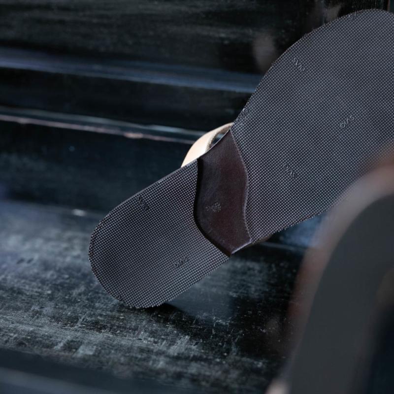 最高級 PEZZETTINO ヌメ革レザーサンダルの通販取り扱い