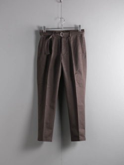 tilt The authentics | 19AW-PT01 BELTED 1TUCK CHINO TROUSERS Chocolate ベルテッドワンタックチノトラウザーズの商品画像
