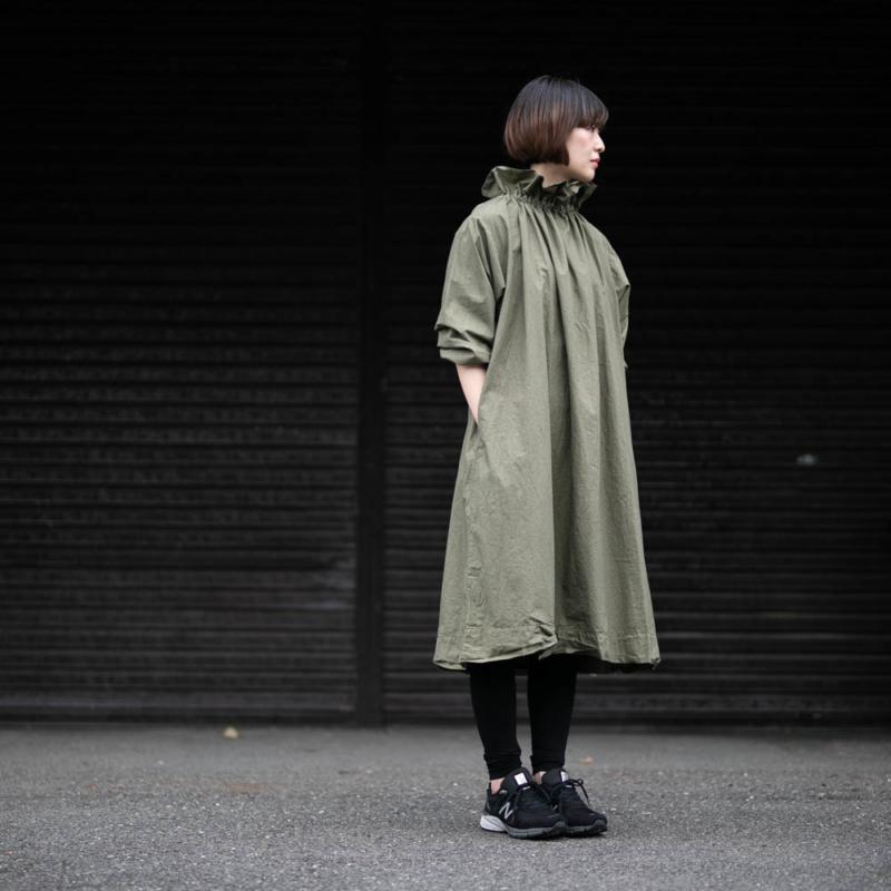 YARMO OVER SMOCK DRESS COTTON CAMBRIC Khakiの通販取扱い
