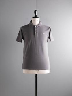 MAISON KITSUNE | POLO WITH TRICOLOR FOX PATCH Anthracite 半袖ワッペンポロシャツの商品画像
