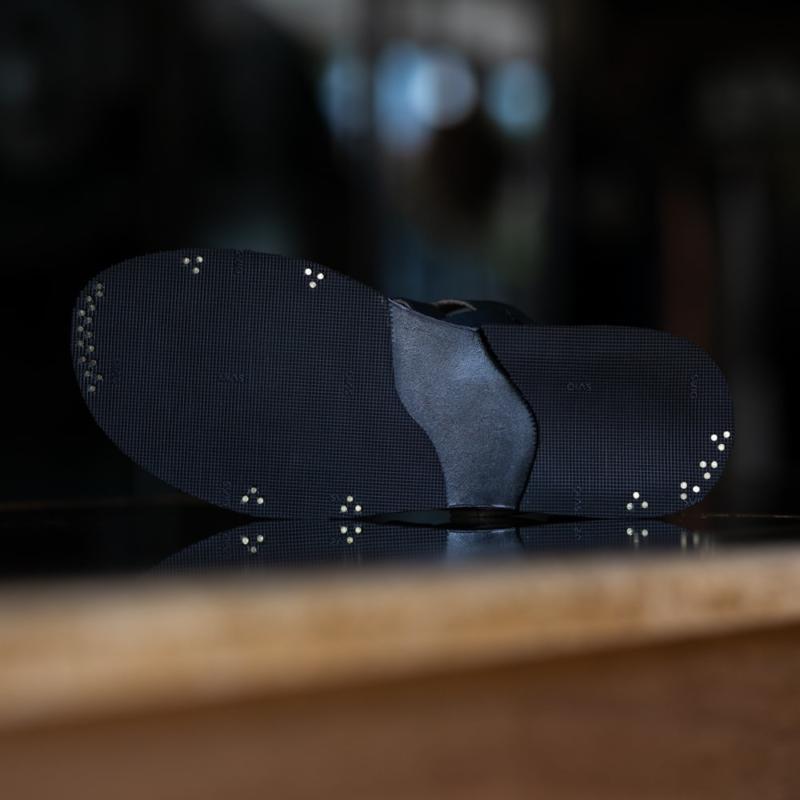 PEZZETTINO パティーヌ三層レザーグルカサンダル ブラック
