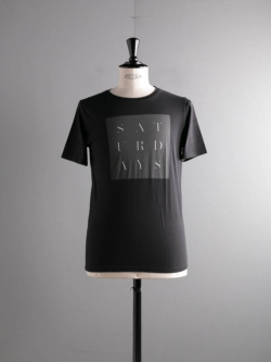 Saturdays NYC | STENCIL GRID S/S TEE Black プリントTシャツの商品画像
